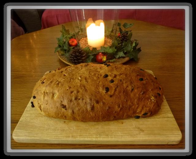 Het kerstbrood kerst kerststol zelfgebakken
