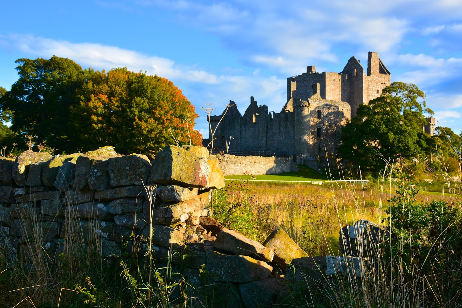 autumn colors around Craigmillar Castle