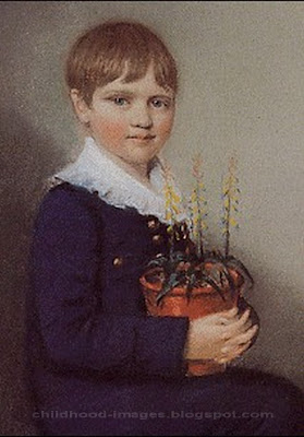 Charles Darwin mini biography and childhood photos