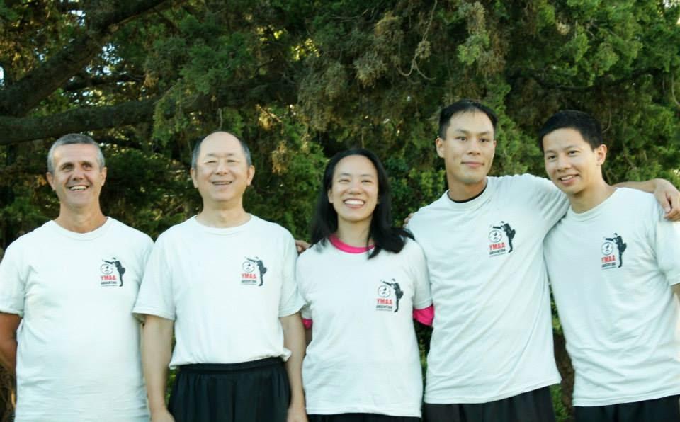 con el Dr Yang, Cathy y Nicholas Yang, y Jon Chang.