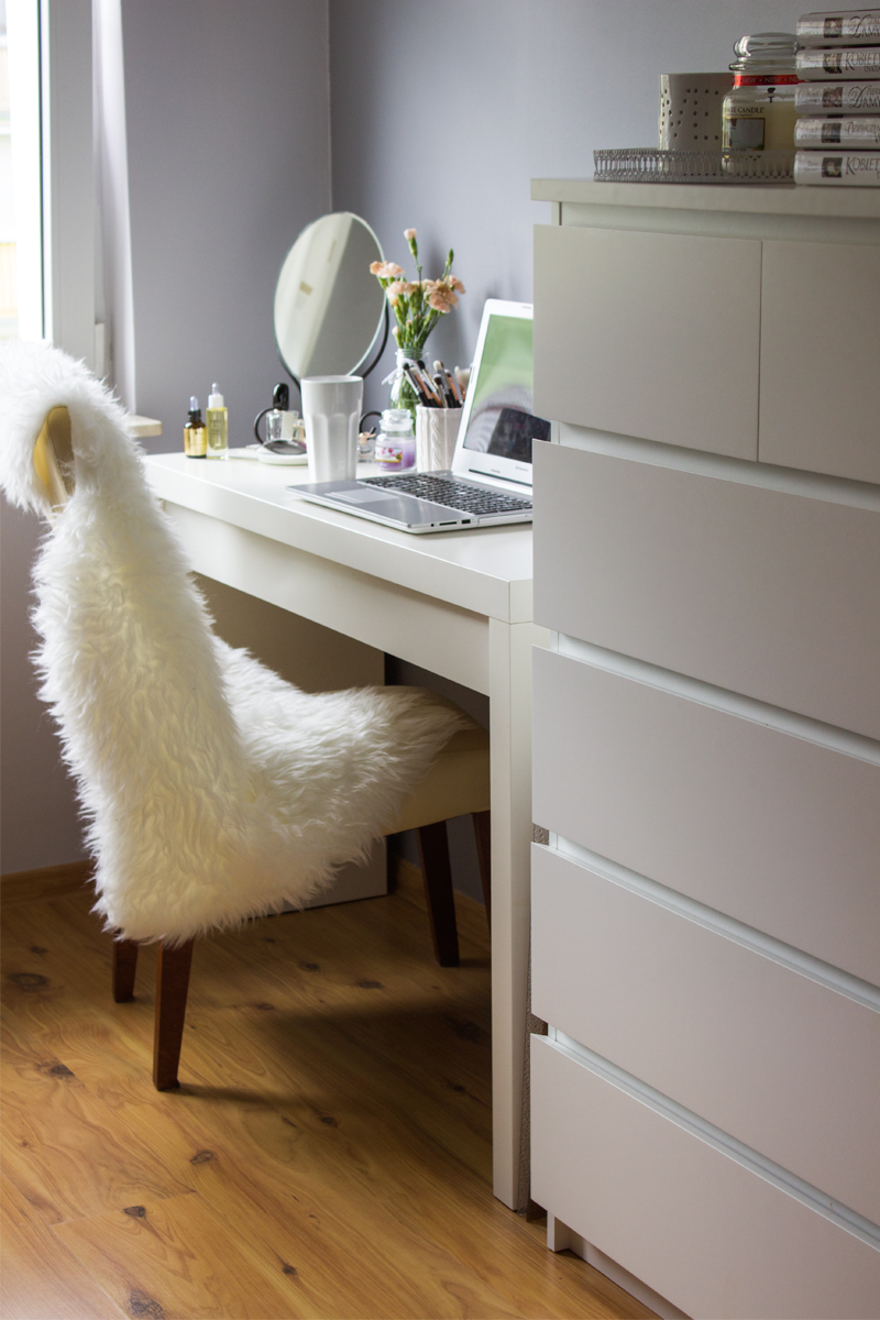 Malm desk white white malm desk with pull out panel from for Ikea stenstorp ka cheninsel