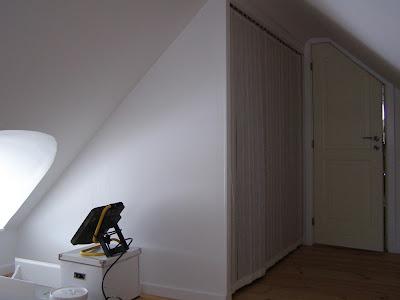 Halager: nymalet soveværelse og smart indbygningsskab når man har ...