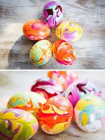 Мраморни яйца за Великден направени с лак за нокти