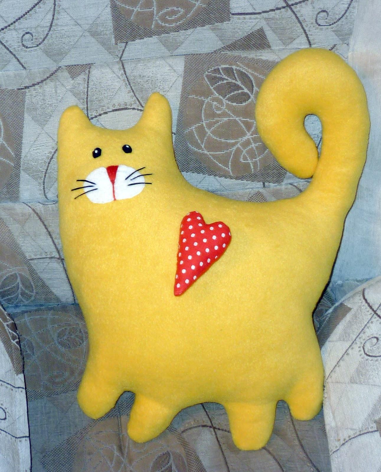 Подушки в виде кошек