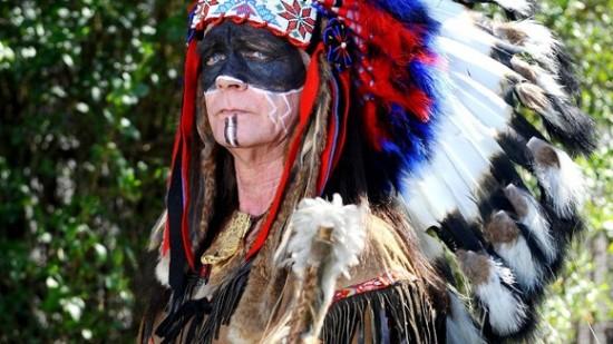 Hombre galés ha vivido como un indio apache los últimos 20 años