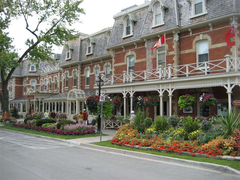Art And Architecture Mainly Historical Niagara On The Lake Not Just For Honeymooners
