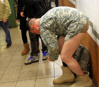 funny picture: american soldier dressed himself to the station