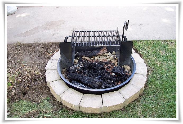Fire pits a backyard fire pit do it yourself today for Do it yourself fire pit designs