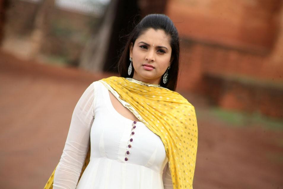 Women Hairstyle: Kannada Actress Ramya Latest Spicy Photos