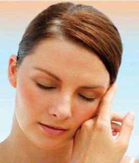 Derivatives of vitamin A such as retinol cream