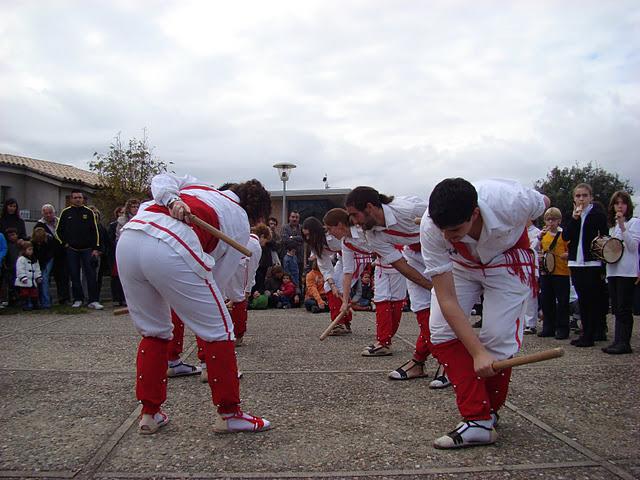 Bastoners de Malla ballant el Ball de la Civada