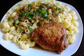 Kurczak w sosie koperkowym.
