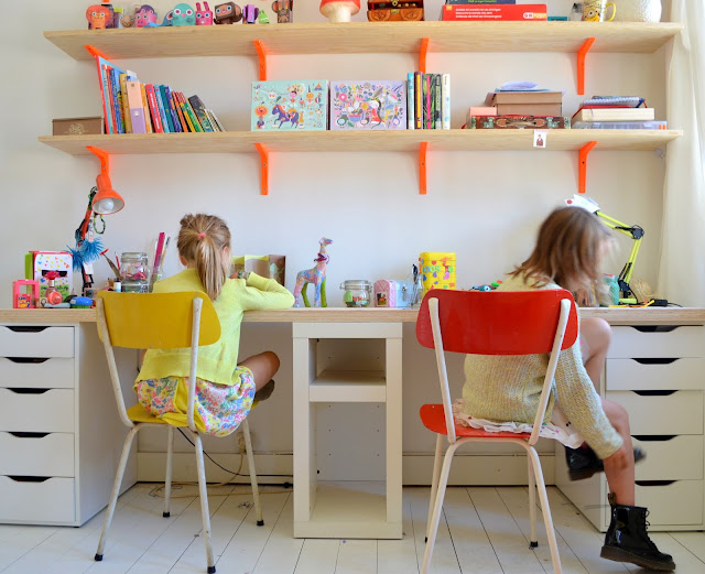 Mama van vijf een nieuwe bureau voor kato en lola - Mezzanine jongen ...