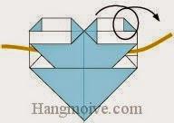 Bước 8: Luồn dây qua khe giữa mặt sau của trái tim và lật mặt đằng sau ra đằng trước.