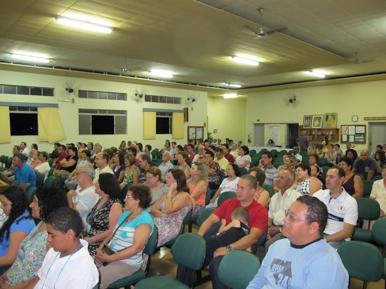 PÚBLICO PRESENTE NA APRESENTAÇÃO DO CORAL UNIÃO E HARMONIA NO DIA  17/11/2012