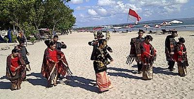 Orang Batak di Bali Kenalkan Tor-tor sebagai Budaya Indonesia kepada Wisman