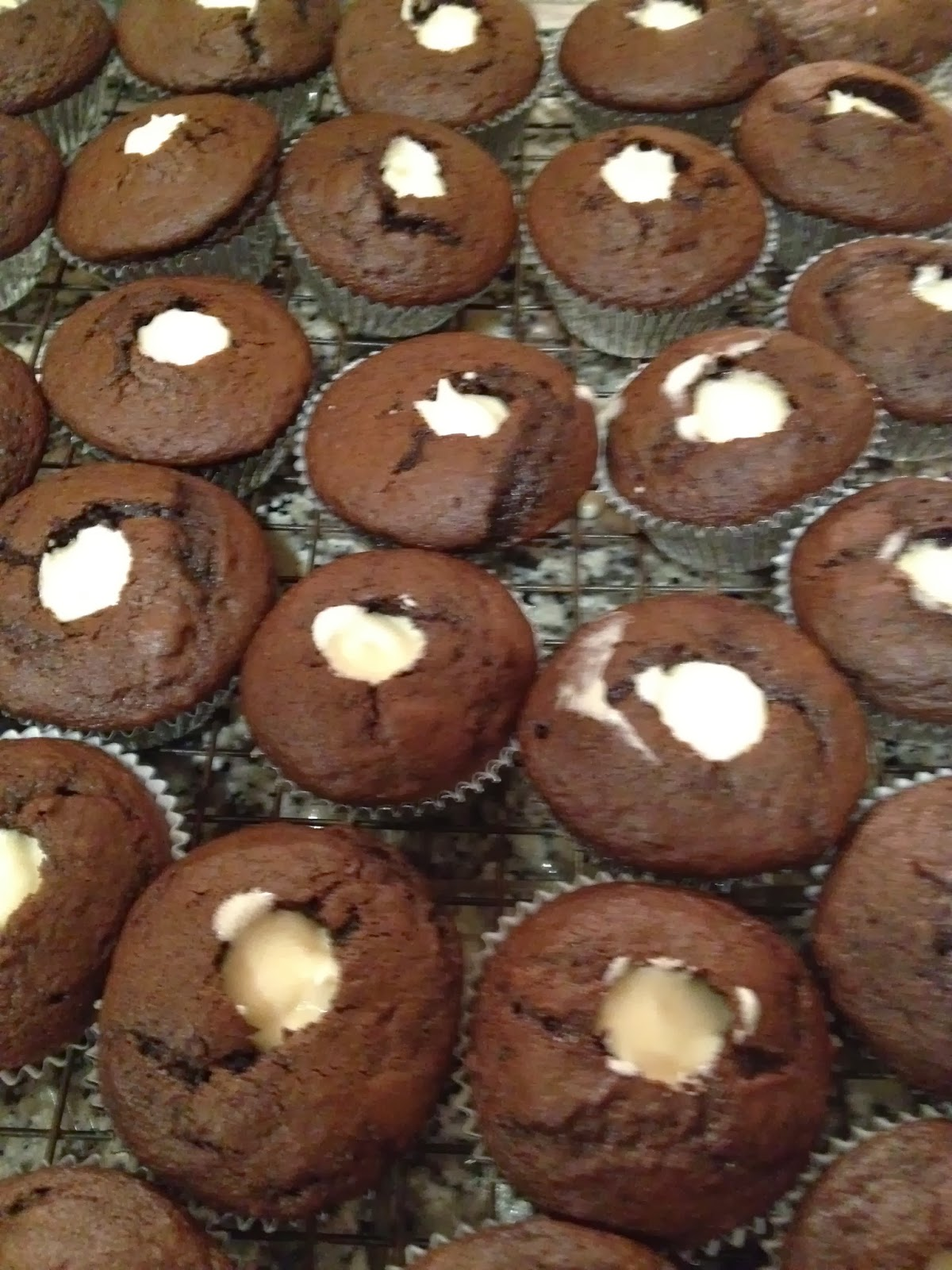 how to make cupcakes with filling inside
