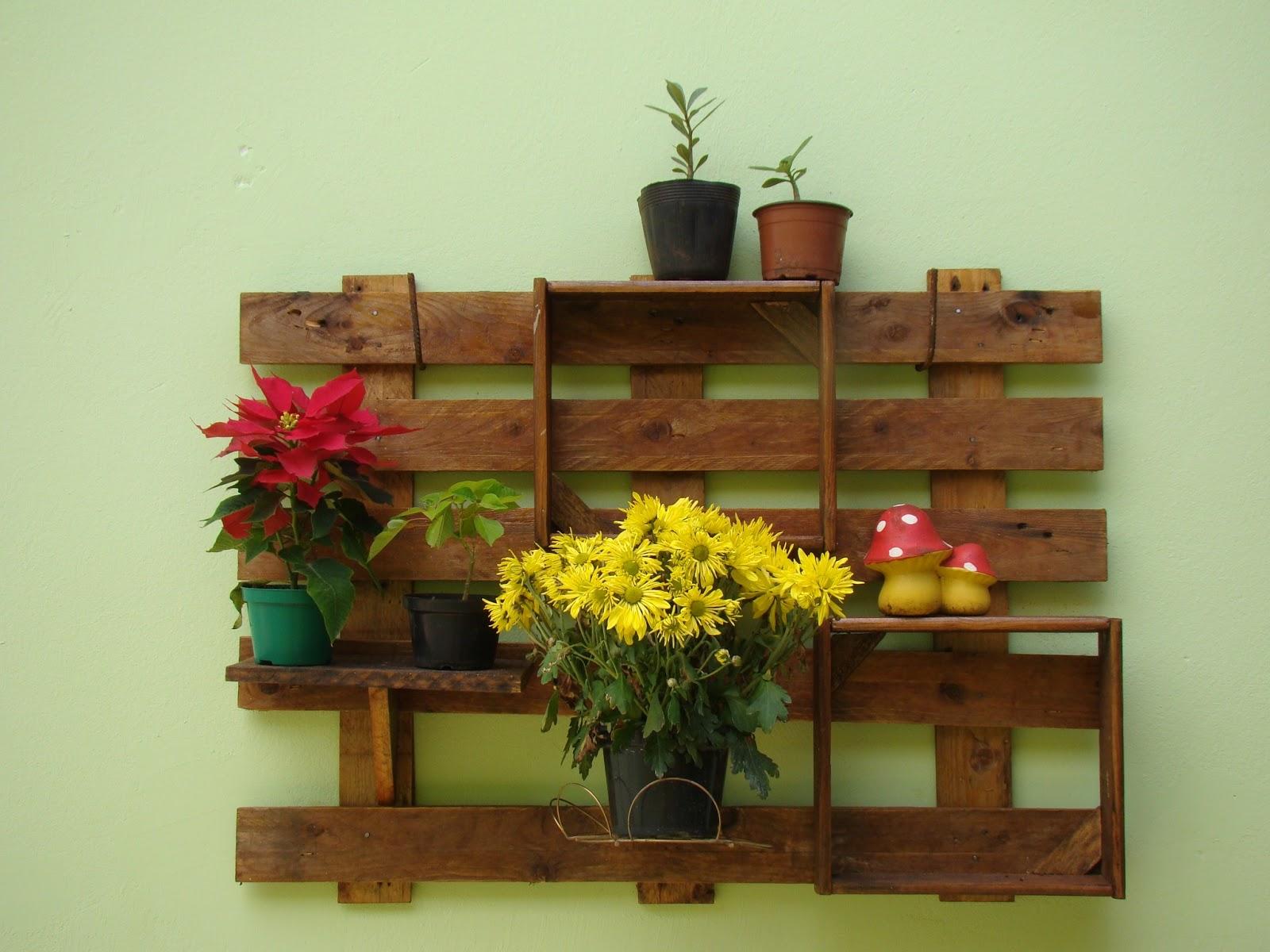 Baseada na Reciclagem: Painel Suporte de tv/parede de palletes #B8A613 1600x1200