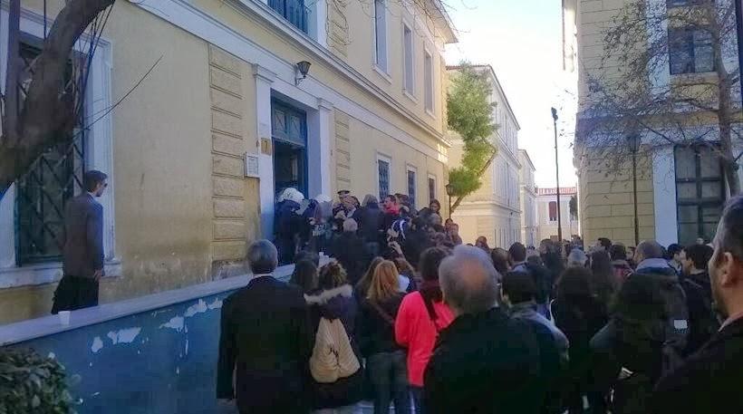 ΑΝΤΑΡCIA και αριστεροί αλληλεγγυοι τα έσπασαν στην Ευελπίδων αντιδρώντας στην σύλληψη συνδικαλιστή της ΑΔΕΔΥ