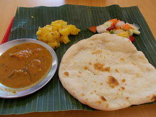 Plain Naan With 2 Vegetables, S$ 3.00