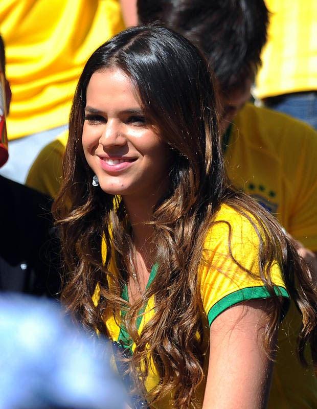 bruna marquezine in brazilian football jersey wallpaper view