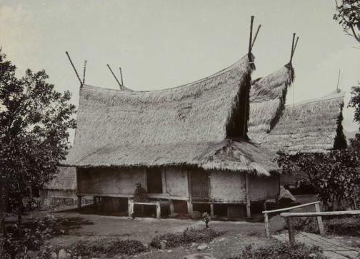 Download this Gambar Rumah Tradisional Sunda Suhunan Julang Ngapak Papandak picture