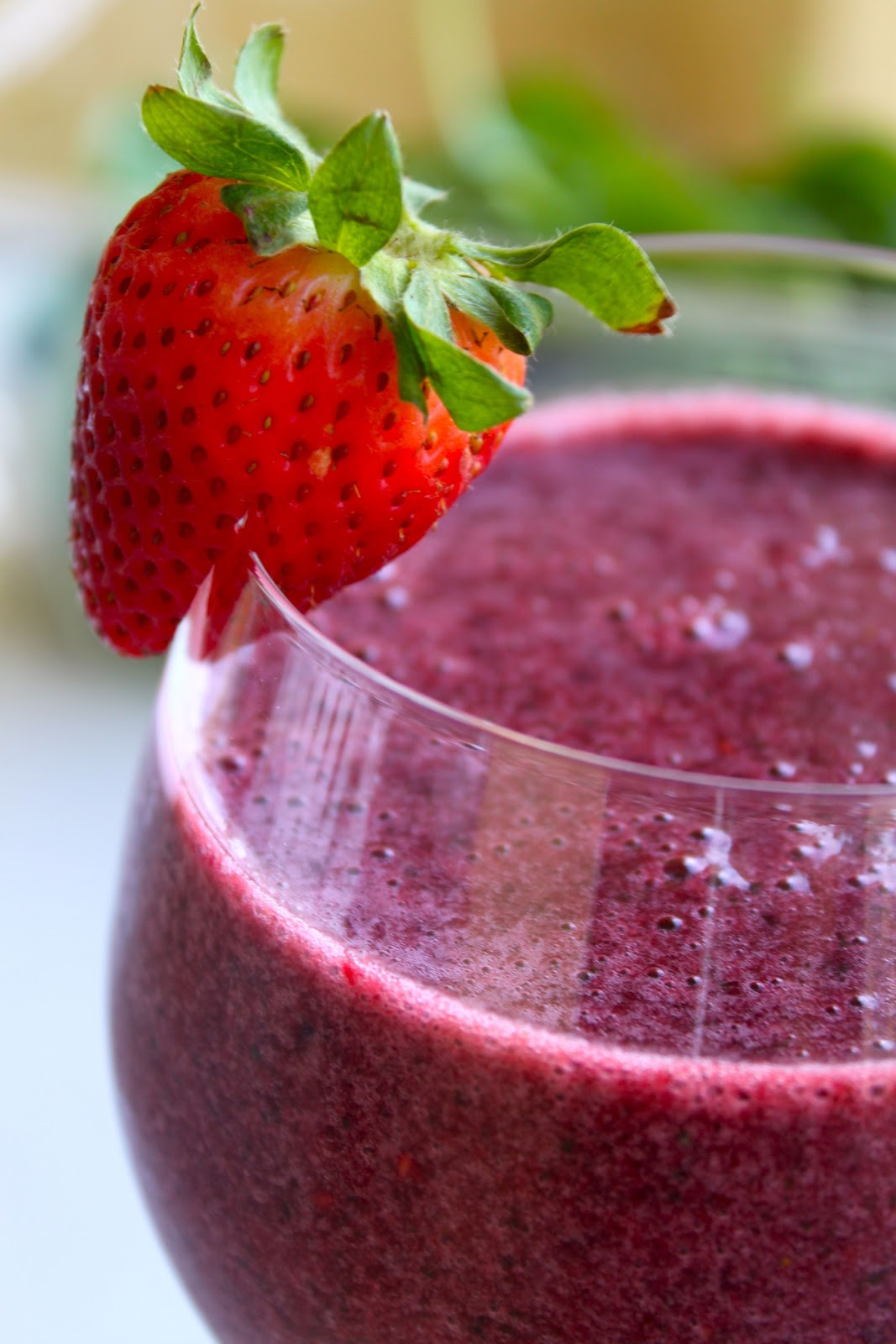 Mixed Berry Smoothie | That Organic Girl