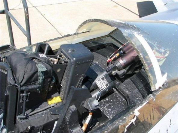 Gambar] Pesawat F-22 Raptor Alami Kerosakkan Kokpit, Juruterbang