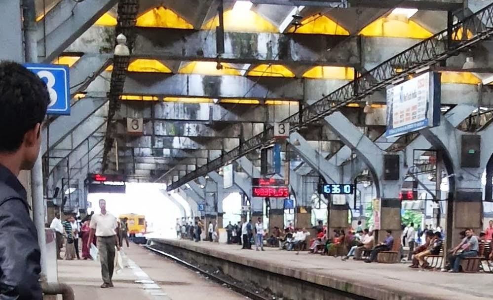 Local Trains Mumbai Mega Block : 16 - 11 - 2014