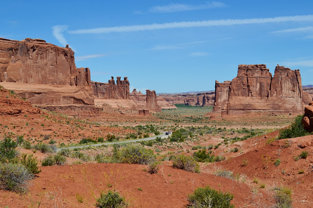 Utah: Arches & Canyonlands National Parks >> Over The Apple Tree