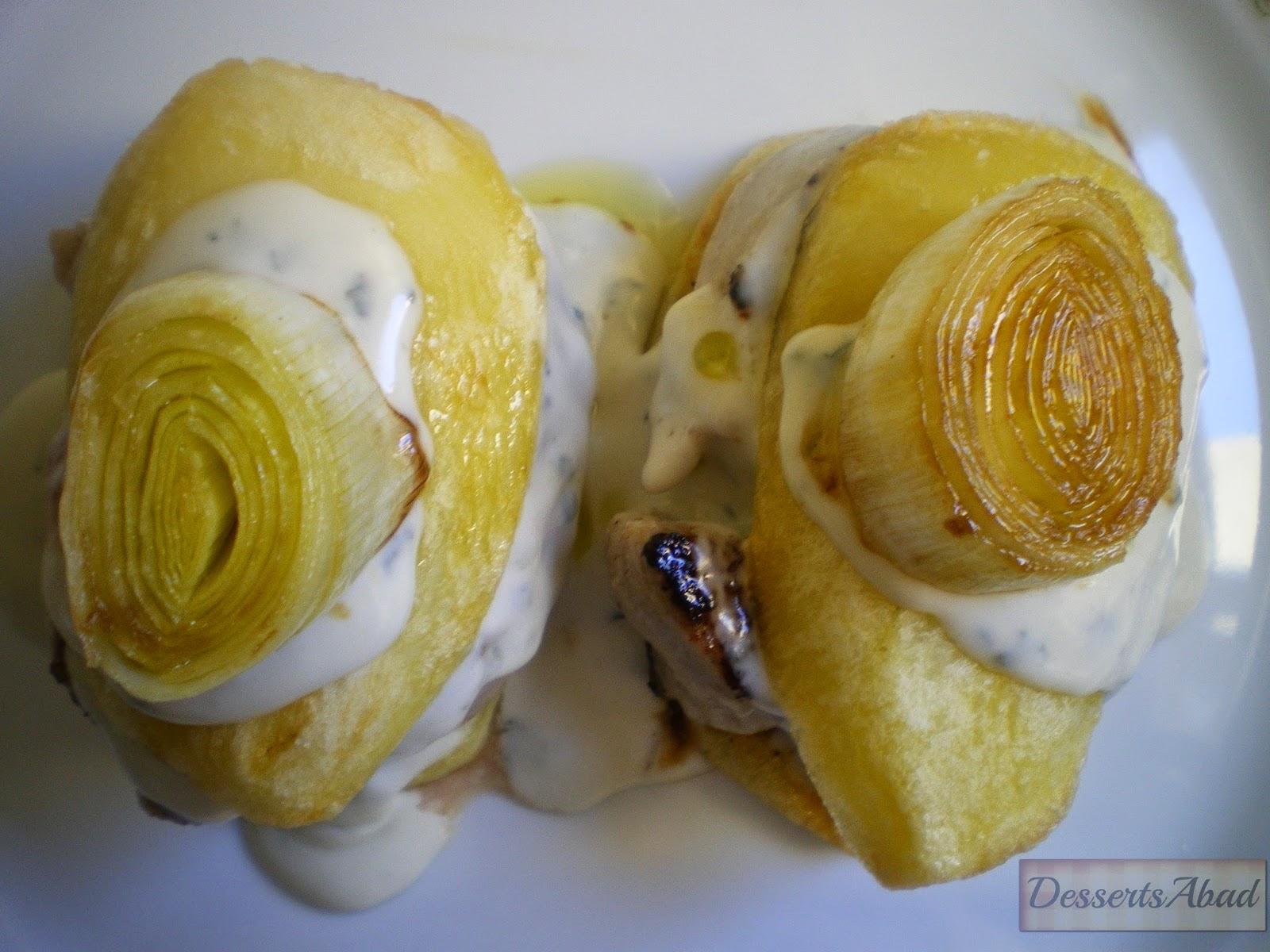 Montadito de patatas y solomillo al roquefort con puerro confitado
