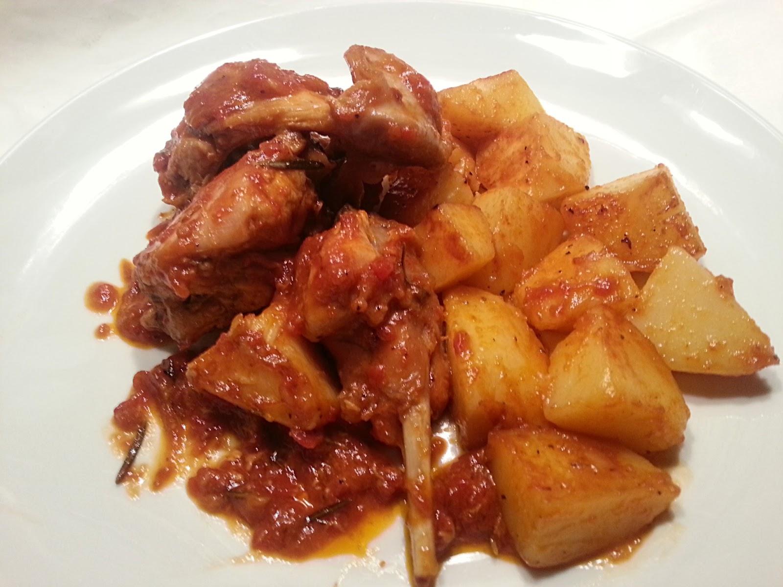 Pollo in potacchio Bocconcini di pollo al curry con funghi Ciambella ...