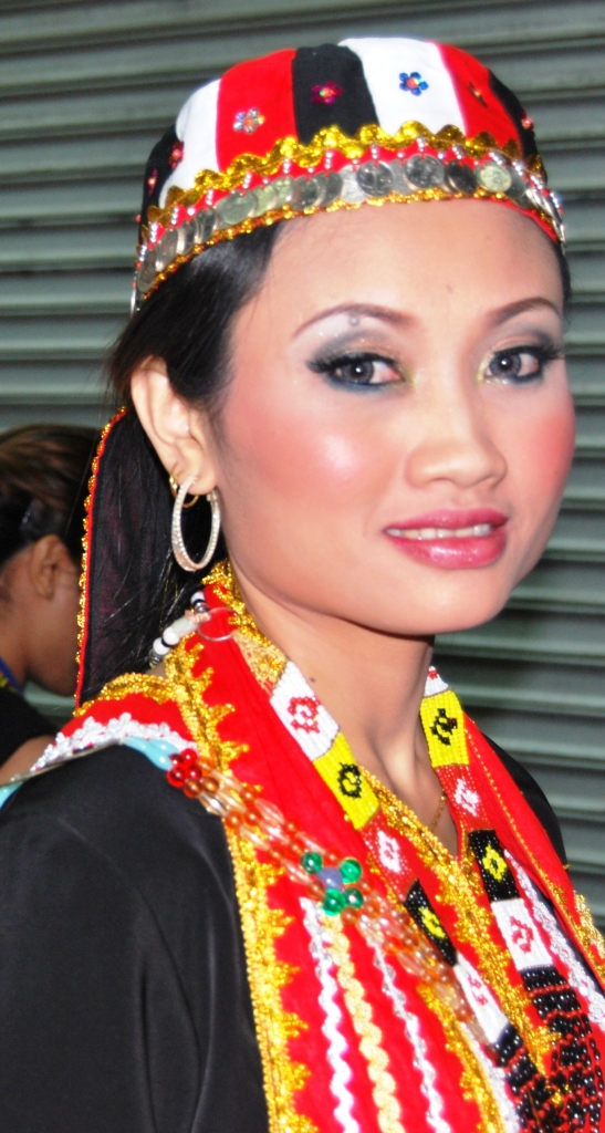 Beautiful Iban Women http://veekyleonora.blogspot.com/2011/08/borneo-beauties.html