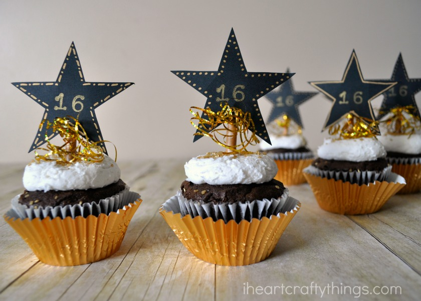 4. Cut off about five strands of your gold tinsel. Tie them in a knot around your paper straw right underneath your star. Use your scissors to carefully ... & New Yearu0027s Eve DIY Cupcake Toppers | I Heart Crafty Things
