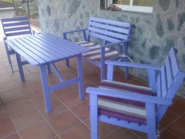 Reciclar y redecorar una mesa  y dos bancos de jardín