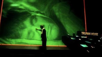 http://3.bp.blogspot.com/-zcBL6oIQoqw/UQ3AgKnayHI/AAAAAAAAR8U/w4CeN-1B638/s400/the-truman-show+green+man.jpg