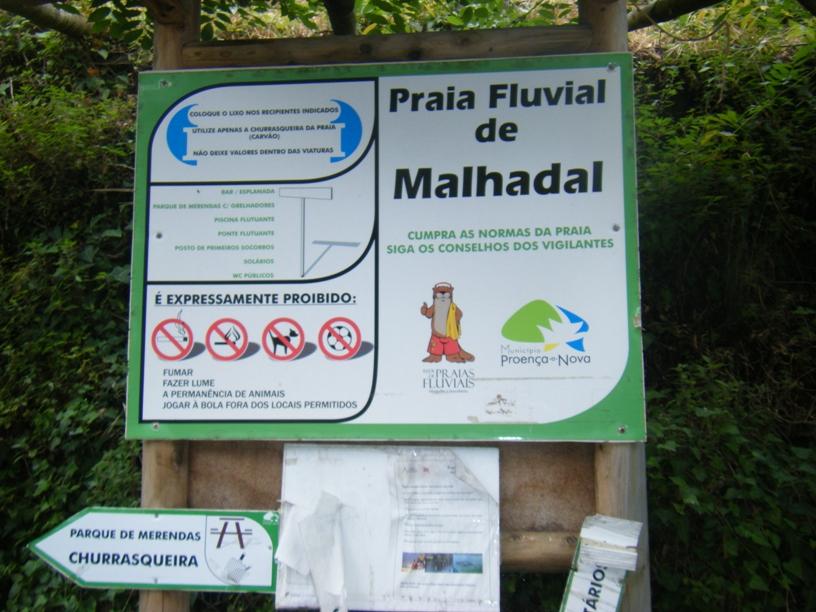Placa indicativa da praia fluvial de Malhadal