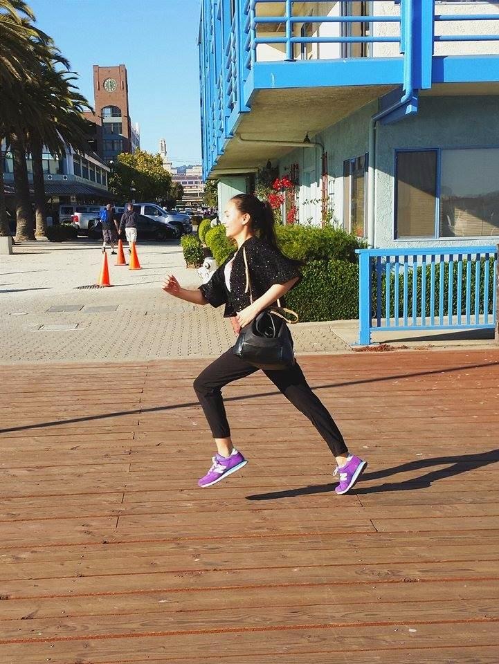 running, jack london square, the waterfront hotel, boardwalk, oakland, bay area, san francisco, sf fashion blogger, new balance, wasian, zara, bucket bag, forever 21, h&m, bolero jacket, running, smiling, audrey sides, sports, athletic