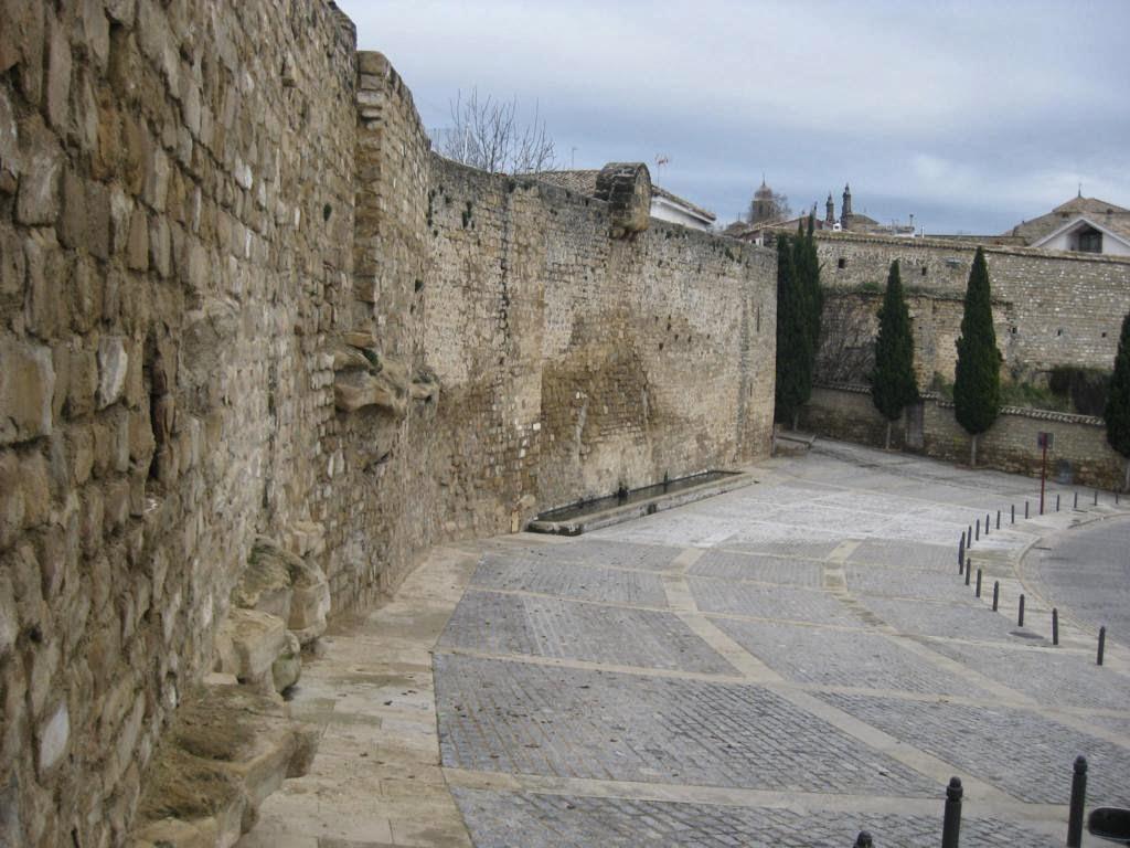 todava se conserva es la actual puerta de entrada desde el claustro al despacho parroquial se trataba ms tarde del nico acceso de los habitantes de