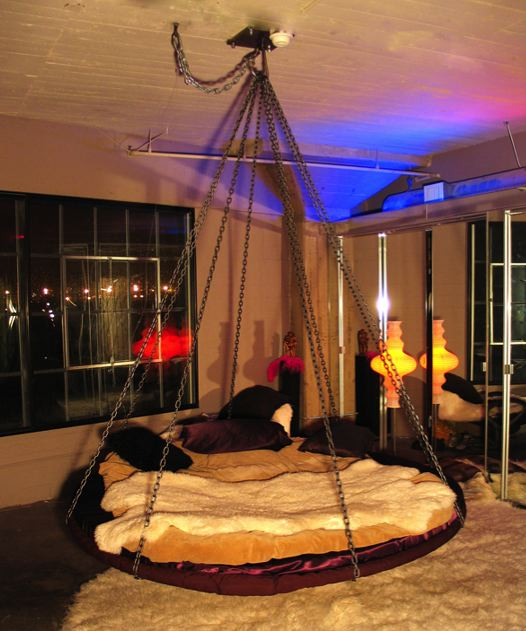 Amaze pics vids floating round hanging bed for Hanging circle bed