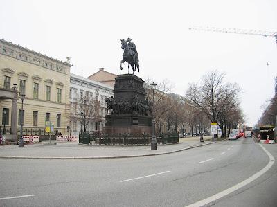Avenida de Unter den Linden, Berlin, Alemania, round the world, La vuelta al mundo de Asun y Ricardo, mundoporlibre.com