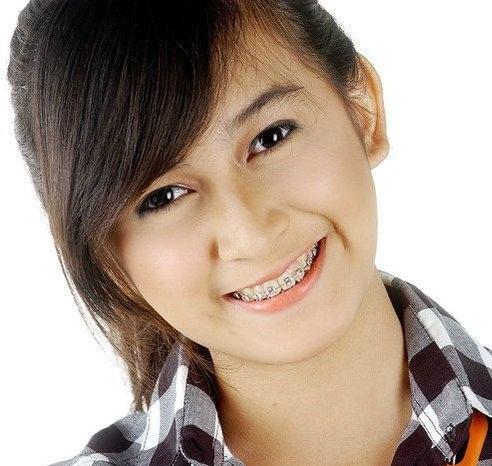Foto Nina Zaitulini Aktris Cantik Indonesia