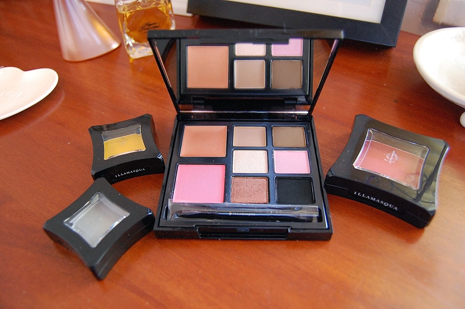 illamasqua, eyeshadow, blush, multi facets, bbloggers, beauty, make up, review