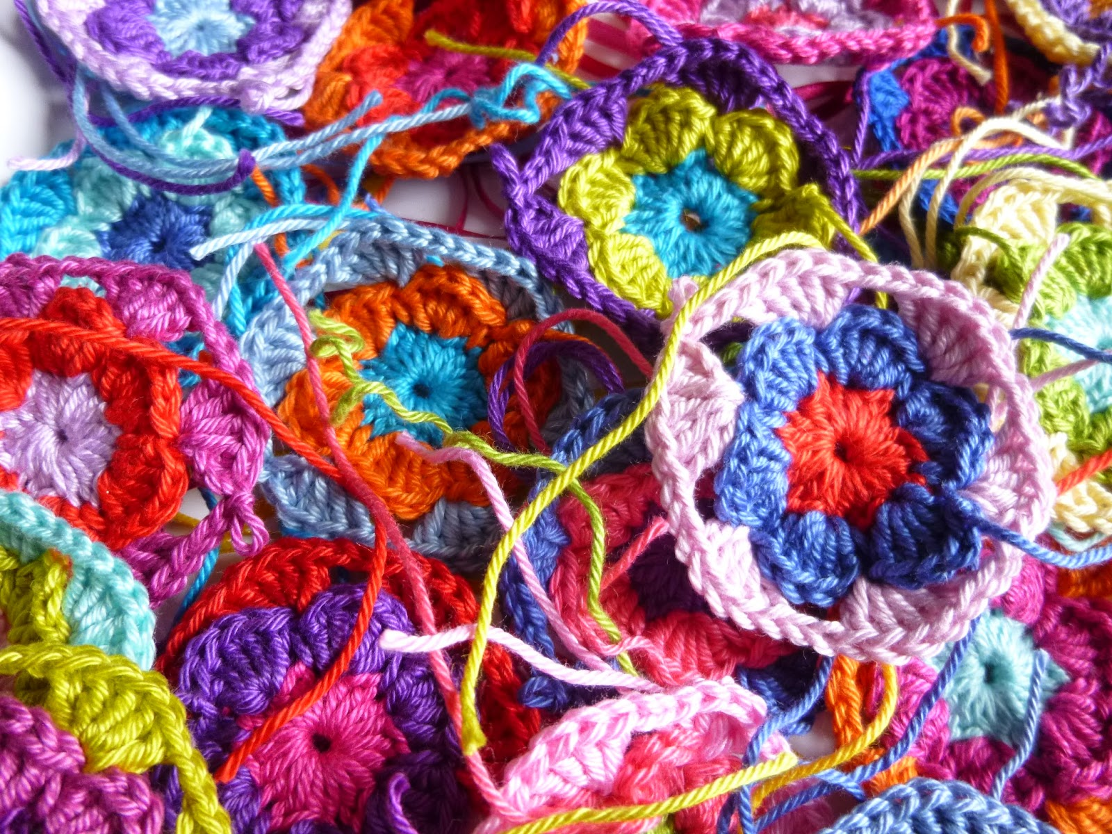 Häkeln im Quadrat: Hexagon-Blütenkissen
