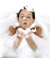 chica bañandose