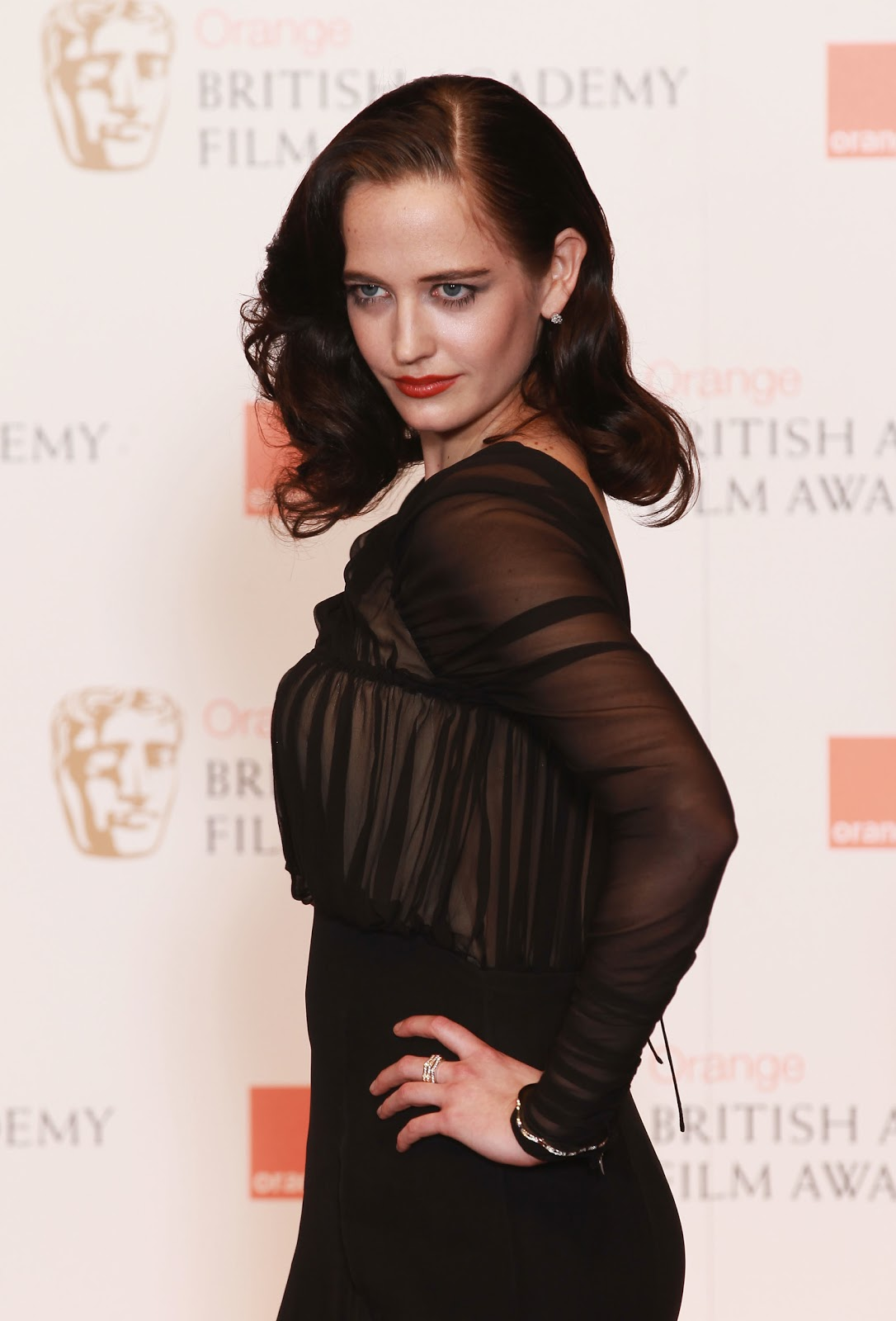 http://3.bp.blogspot.com/-zduU8X8Qb8U/TV2iGQV12II/AAAAAAAAIh4/I1iHWoSyaXQ/s1600/Actress+Eva+Green+with+Montblanc+Jewellery+at+BAFTAS+2011.jpg