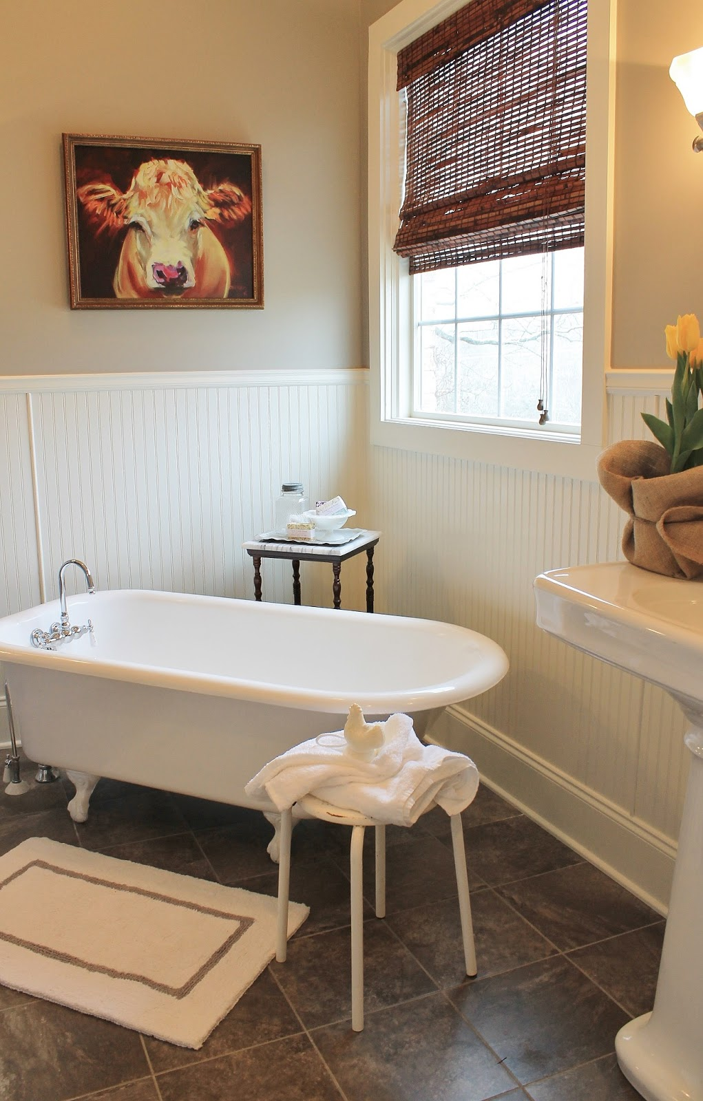 2 Vintage Sisters Farmhouse Bath