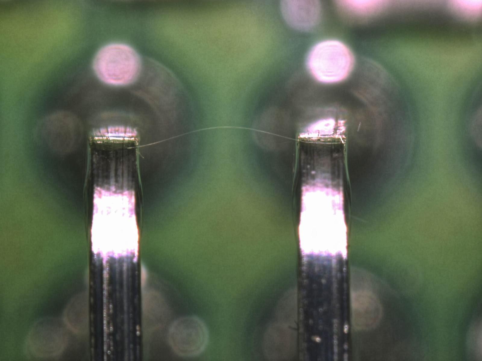 Zwarcie pinów. Źródło: NASA