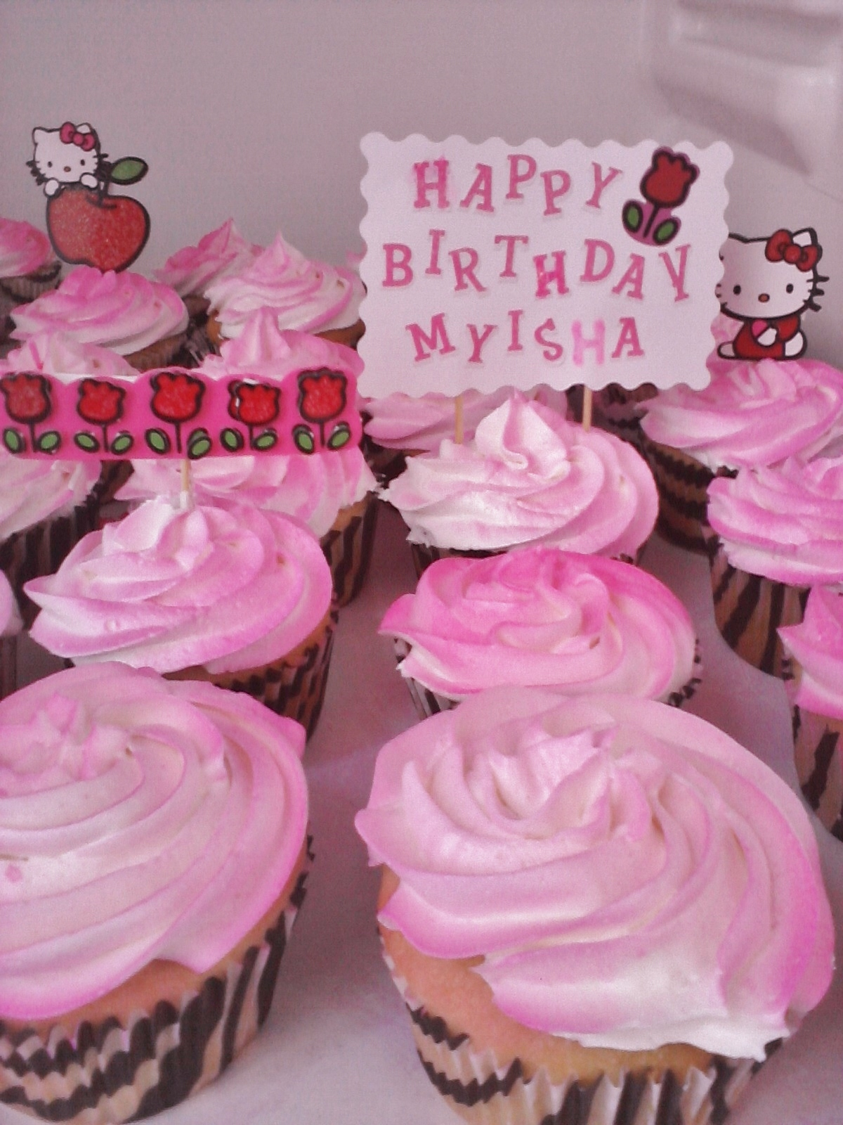 Cake Decorating Classes Near Pomona Ca : Big Bettie cakes: Hello Kitty Cupcakes