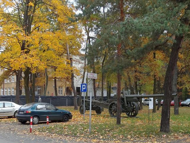 """Akademia Obrony Narodowej przy alei gen. Antoniego Chruściela """"Montera"""" 103 w Rembertowie"""